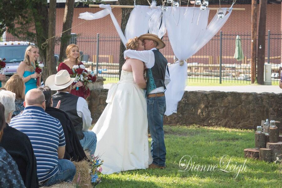sweet_country_wedding_montgomery_texas
